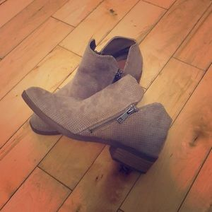 Size 7 Tan/Gray Booties